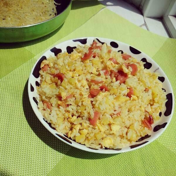 美味的韭苔鸡蛋炒米饭