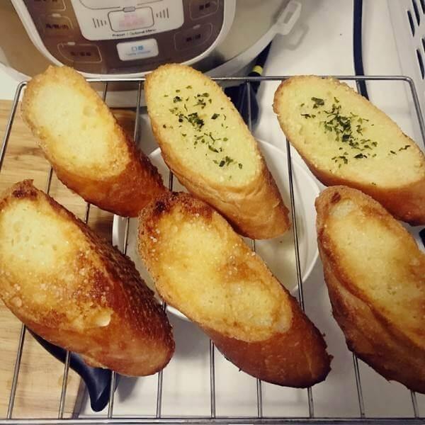 美味的香葱蒜香面包