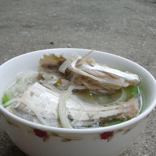 扒皮鱼丝瓜煮米粉