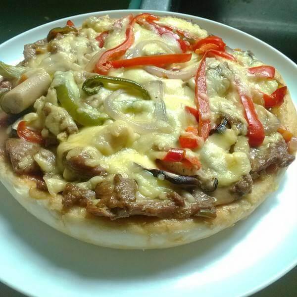 黑椒肠磨菇披萨