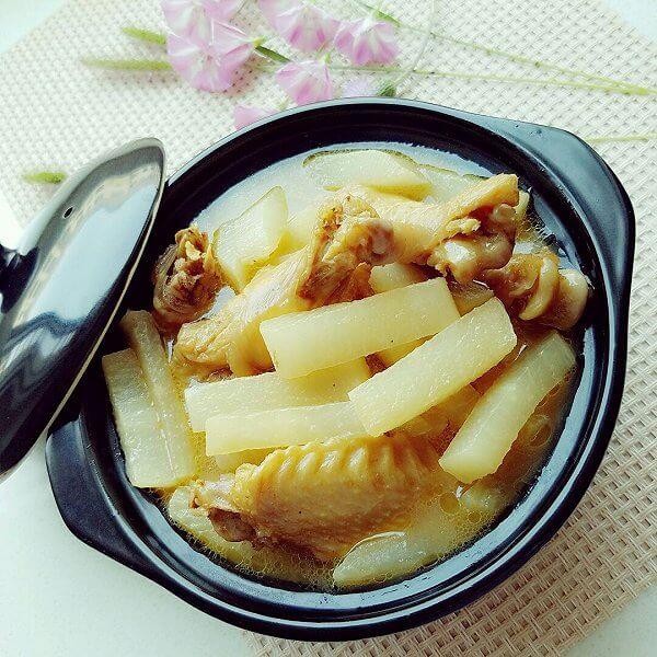 土鸡萝卜汤