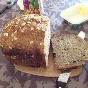 核桃葡萄干全麦面包