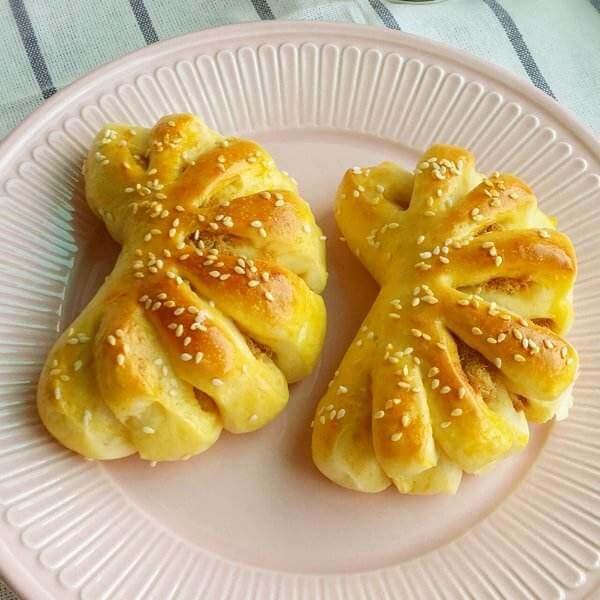 红豆沙花朵面包