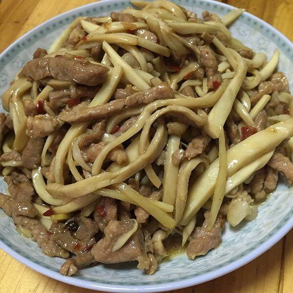 鸡腿菇炒肉丁