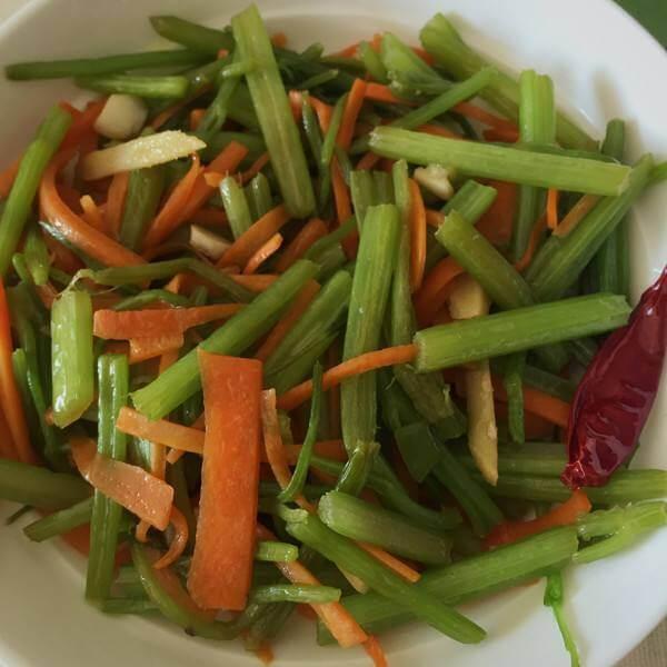 蒸菜之芹菜叶胡萝卜