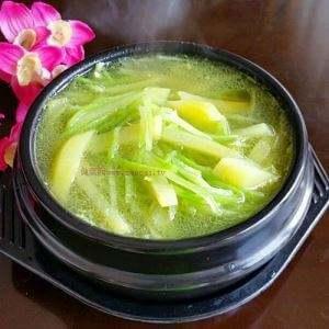 白萝卜丝土豆汤