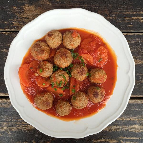 美味的番茄烧鸡肉丸子