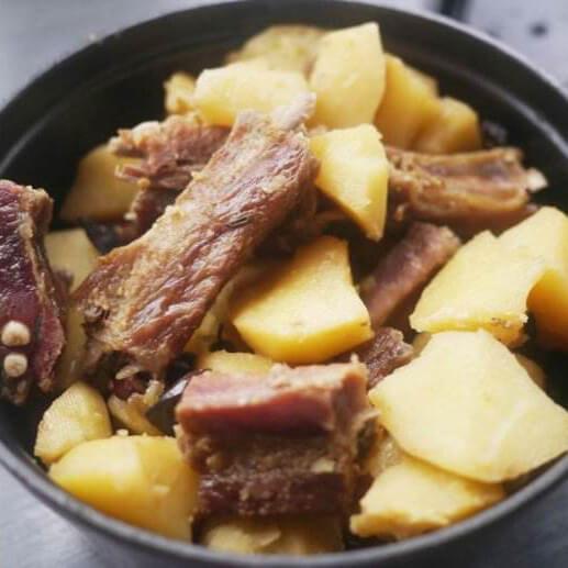 土豆焖腊排骨