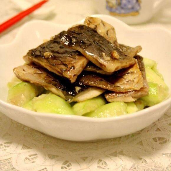 丝瓜炒鱼皮