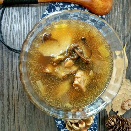 鲜蘑菇炖鸡汤