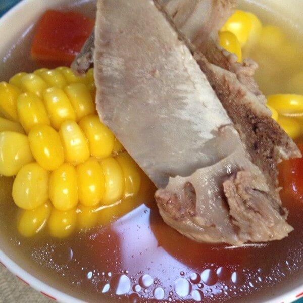 美味的玉米扇骨汤