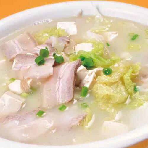 五花肉炖土豆白菜