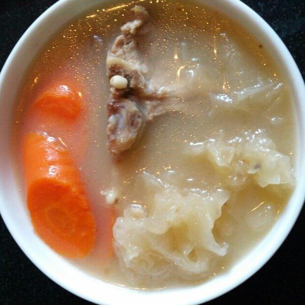 鱼翅煲猪骨汤