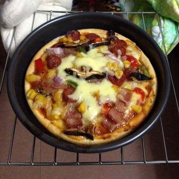 可口的火腿培根小披萨