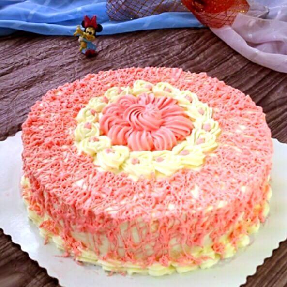 粉色花纹戚风蛋糕
