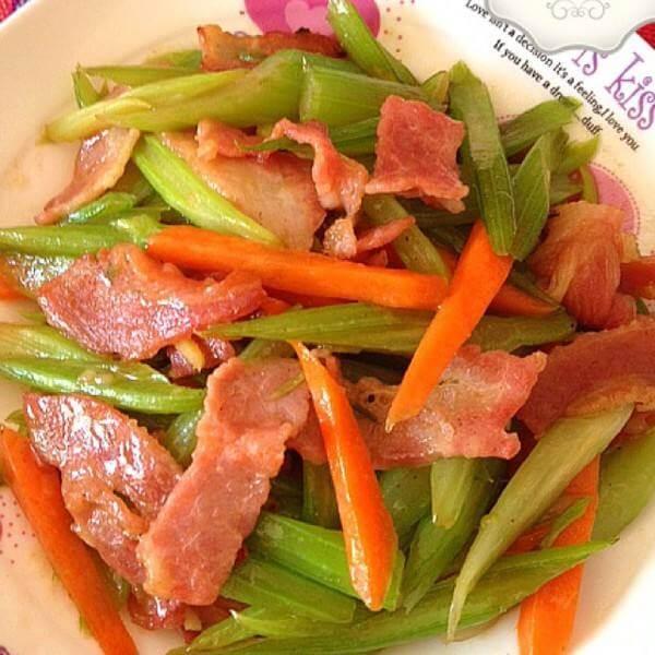 芹菜洋葱炒培根