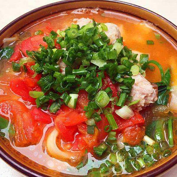 健康的毛蛤蜊西红柿面