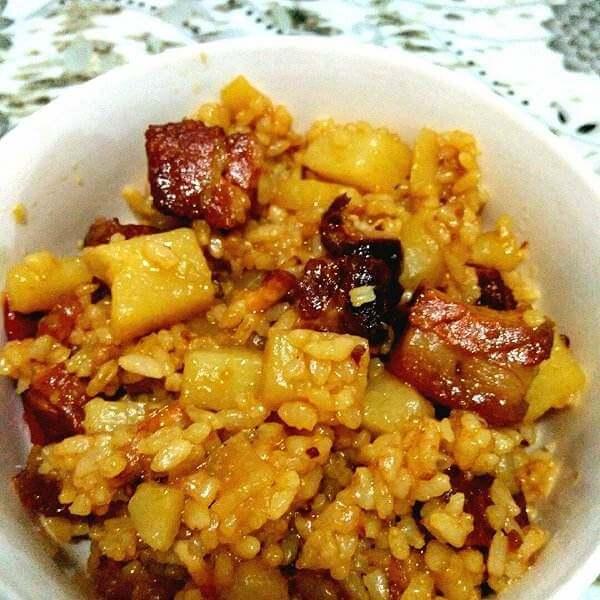 红烧肉豌豆焖饭