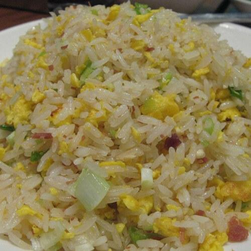 腊肠苦瓜炒米饭