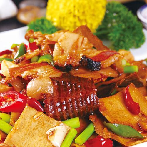 自己做的青椒豇豆炒腊肉