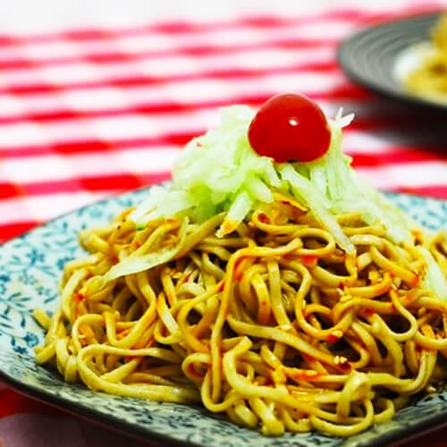 【健康美食】酸黄瓜瘦肉拌面条
