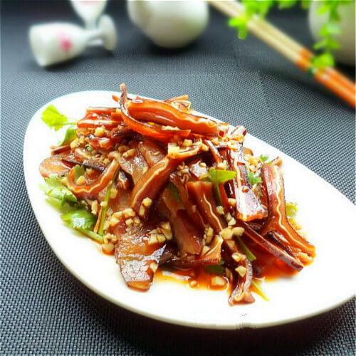 胡萝卜炒猪耳朵肉