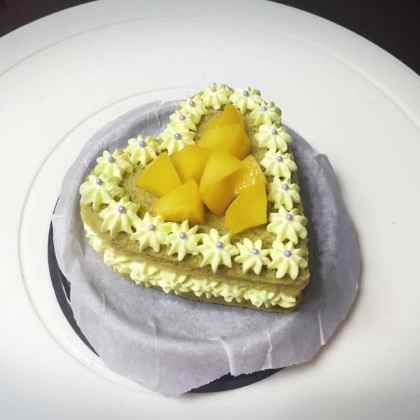 黄桃心形奶油蛋糕