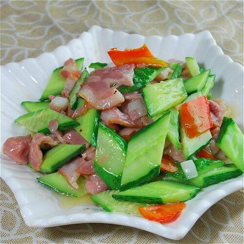黄瓜圆椒炒腊肉