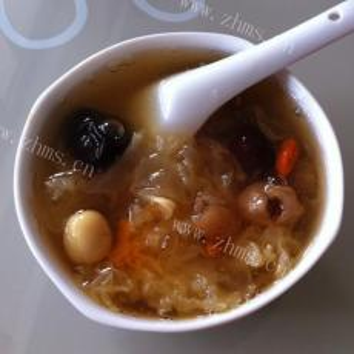 美味的红枣莲子银耳汤