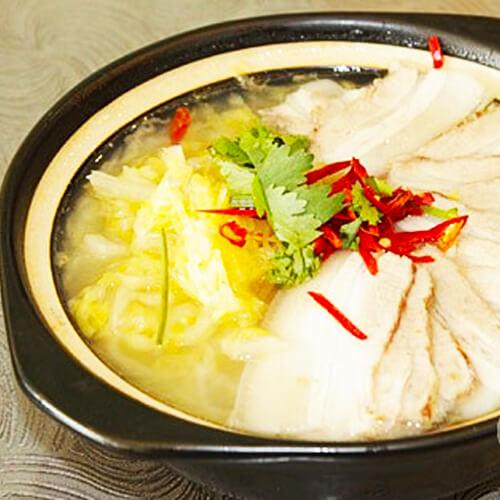 在家做的砂锅冻豆腐酸菜