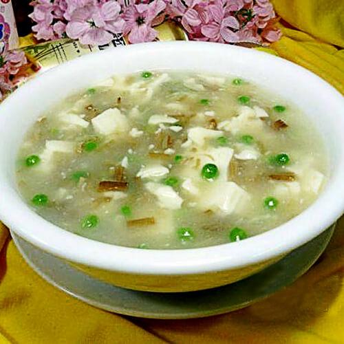 青豆金针菇豆腐羹