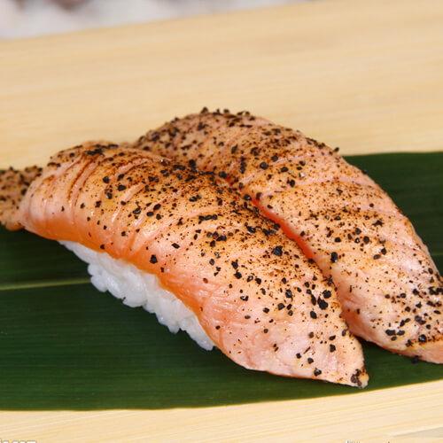 诱人的黑椒三文鱼