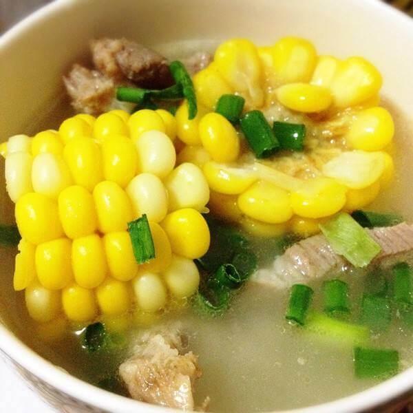玉米白萝卜排骨汤