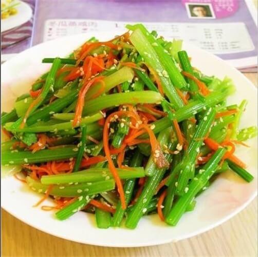 凉拌芹菜叶胡萝卜