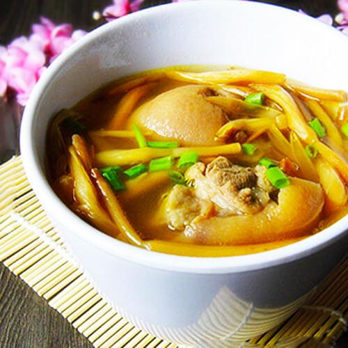 健康美食爽口高丽菜汤