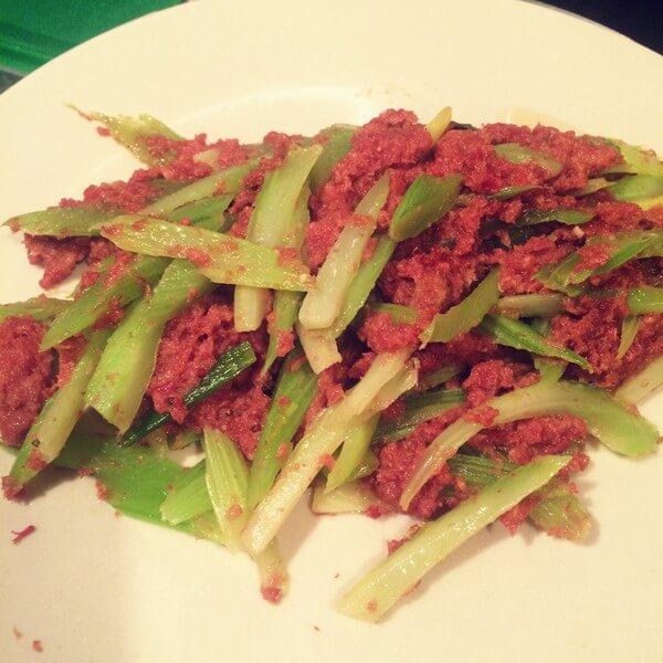 芹菜炒午餐肉