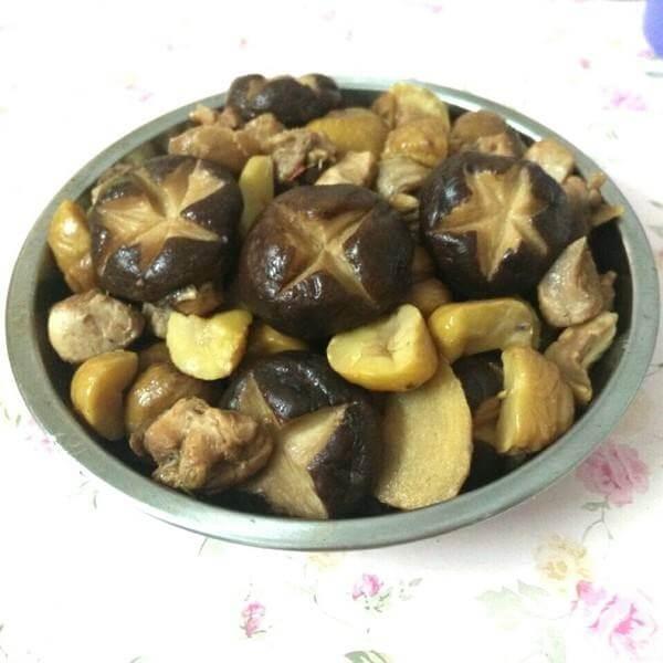 香菇栗子炖鸡腿