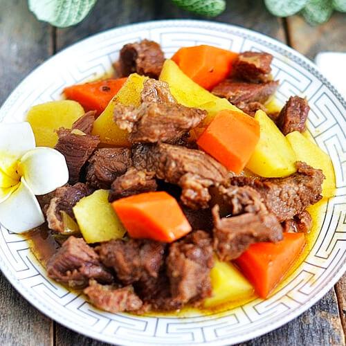 鲜美筋道的牛肉炖土豆胡萝卜