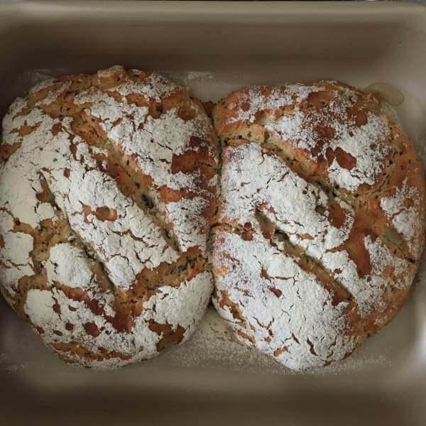 全麦硬质苏打核桃面包