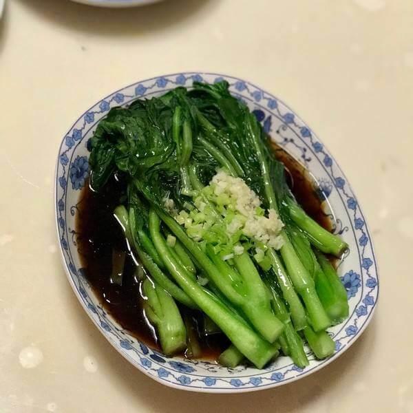 肉末白灼菜心