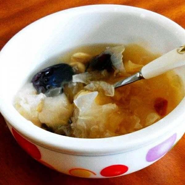 易做的银耳莲子凤爪汤