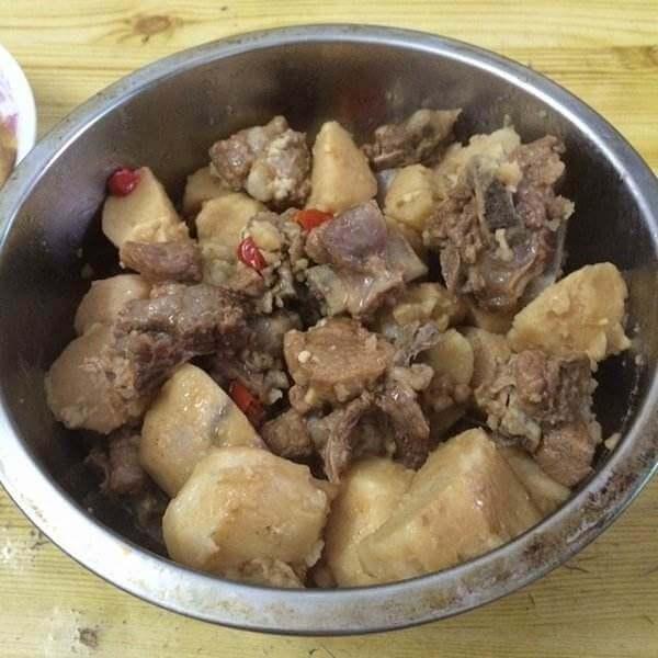 芋头焖猪脆骨