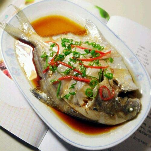鲜美无比的葱油鲳鱼