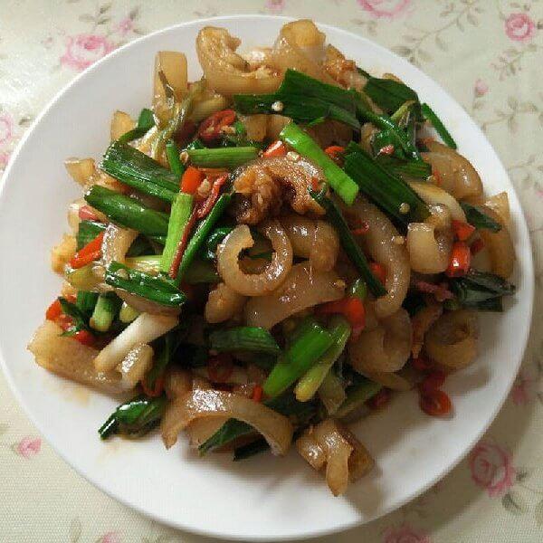 芹菜炒肉皮
