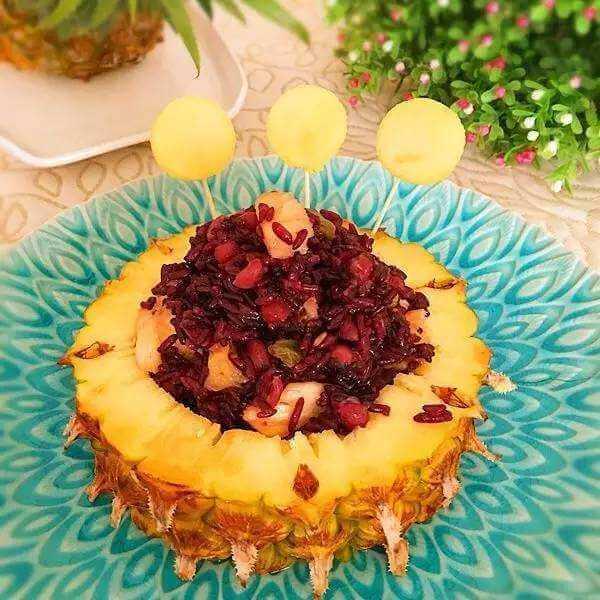 色泽鲜艳的菠萝八宝饭