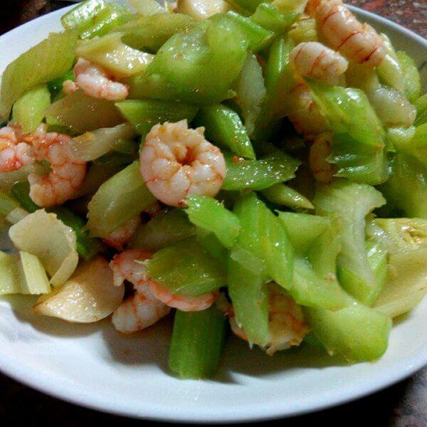 在家做的虾仁炝拌芹菜