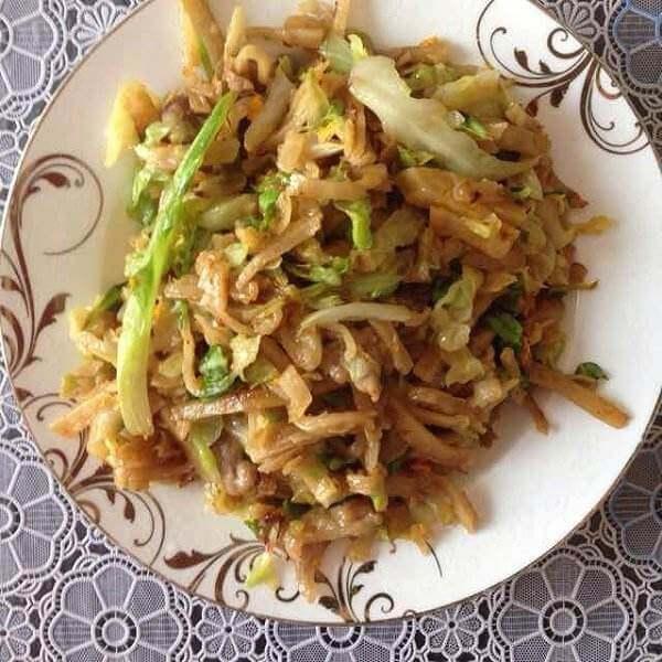 圆白菜炒烙饼
