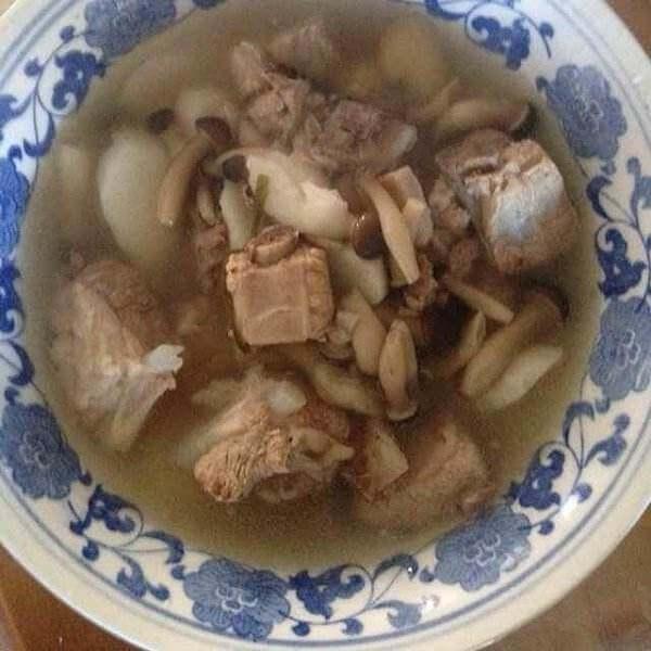 排骨菌煲汤
