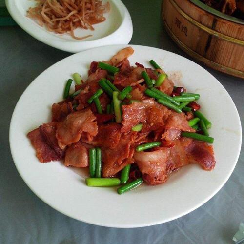 蒜苔腊肉小炒