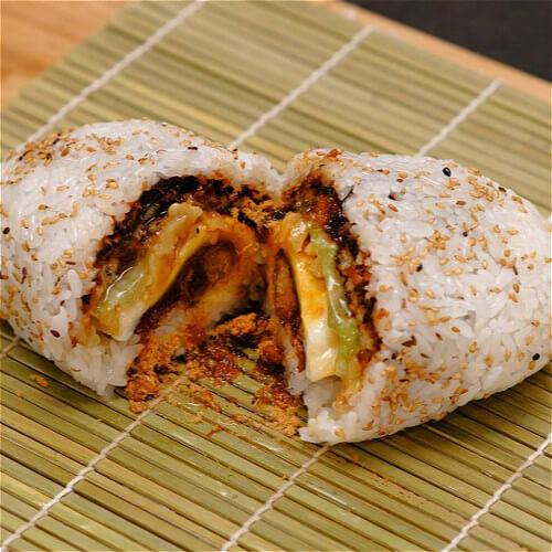 味道不错的肉末木耳豆腐糯米饭团